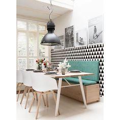 WEBSTA @ apto41 - • // bom d i a pessoal! // • procurando inspiração p/ um jantar compacto, encontramos essa referência lindona em que madeira clara, o preto e o tiffany sem encontram em perfeita harmonia • • 😻 • • via @eijerkamp • #apto41inspira #home #homedecor #inspiracao #interiores #inspiration #interiorstyle