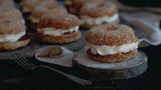 Näitä donitseja ei tehdä uppopaistamalla, vaan ne valmistuvat uunissa. No Bake Desserts, Vegan Desserts, Healthy Treats, Deli, Food Inspiration, Baking Recipes, Baking Ideas, Sweet Tooth, Bakery