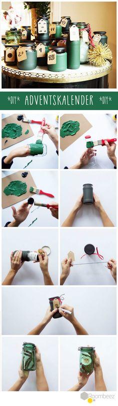 Pfiffige Idee und einfach umzusetzen: Ein Adventskalender aus Einmachgläsern mit passender Farbe. Mehr weihnachtliche Deko-Ideen findet Ihr auf Roombeez