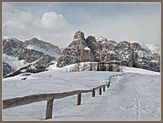 AL VIA LA STAGIONE INVERNALE IN ALTA BADIA #altabadia #dolomiti #montagna #sciare #sci #neve #impiantirisalita #funivie #bolzano #trentinoaltoadige #altoadige #sudtirol #badia #sancassiano #lavilla #pedraces #corvara #colfosco #laval