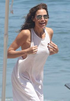 Pin for Later: The Weekend's Must-See Snaps! Letting Loose Minnie Driver celebrated the Fourth of July in Malibu, CA.