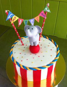 Pastel de fondant Circo con elefante modelado Boys First Birthday Cake, 2nd Birthday Party Themes, Carnival Themed Party, Carnival Birthday Parties, Baby Boy Birthday, Circus Birthday, Circus Party, Circus Wedding, Carnival Cakes