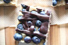 Buchweizenschnitten mit Hafer-Kokos-Karamell und Blaubeeren - Kirschbiene kocht