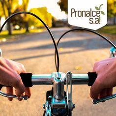 Después de practicar #ciclismo, #caminar, #nadar o #patinar, tus manos requerirán una hidratación extra, si usas un aceite de almendras notarás como se alisa y mejora la textura de tu piel. #TipsPronalce    #Pronalce #Avena #Wheat #Trigo #Cereal #Granola #Fit #Oats #ComidaSaludable #Yummy #Delicious #Tasty #Instagood #Delicioso #Sano #HealthyFood #Breakfast #Protein #Nutrición #Cereales