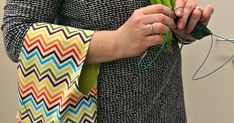 Handy bag for knitting in tuuma&toimi - with pattern, too Diy Handbag, Hand Knitting, Crochet, Crafty, Stitch, Sewing, Pattern, Hooks, Wallets