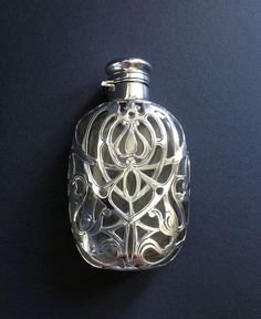 eleganter flachmann taschenflasche schliffglas becher silber 830 um 1900 similar. Black Bedroom Furniture Sets. Home Design Ideas