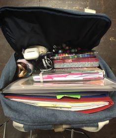 my bookbag 💫 - Study Inspiration - Motivation Schul Survival Kits, School Notes, College Notes, College Bags, College School, School School, College Aesthetic, Study Organization, School Bag Organization