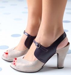 Chie Mihara shoes, sandals, blocs and boots. Buy now original, feminine footwear. Designer shoes of maximum comfort! Pretty Shoes, Beautiful Shoes, Cute Shoes, Me Too Shoes, 1940s Shoes, Vintage Shoes, Sock Shoes, Shoe Boots, Shoes Sandals