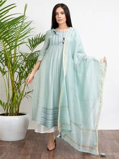 Classy Suits, Viscose Dress, Girl Fashion, Fashion Outfits, Silk Suit, Indian Ethnic Wear, White Pants, Fes, Kurtis