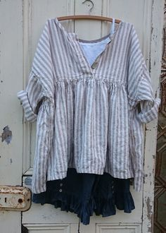 Love this and have striped linen! Striped Linen Prairie Top MegbyDesign