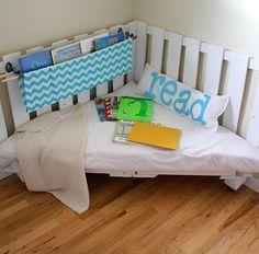 El nuevo miembro de la familia también deberá tener su propio rincón de lectura cuando sea más mayorcito, ¿qué os parecen estas ideas? ...