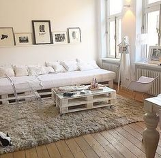 54 Coffee Table Decorating Ideas to Get a Statement Point of Your Living Room - Living Room Decor - Pallet Sofa, Pallet Furniture, Living Room Furniture, Living Room Decor, Deco Studio, Diy Casa, Decorating Coffee Tables, Room Inspiration, Diy Home Decor