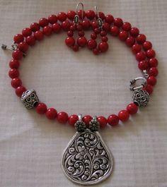New diy jewelry beads necklace pendants ideas Fancy Jewellery, Bead Jewellery, Crystal Jewelry, Metal Jewelry, Diy Jewelry, Beaded Jewelry, Jewelry Design, Fashion Jewelry, Geek Jewelry