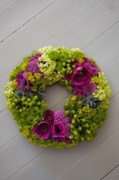 Flower wreath-Vadelmia&Pioneja Wreaths And Garlands, How To Make Wreaths, Cut Flowers, Greenery, Flower Arrangements, Special Occasion, Floral Wreath, Diy Projects, Gardening