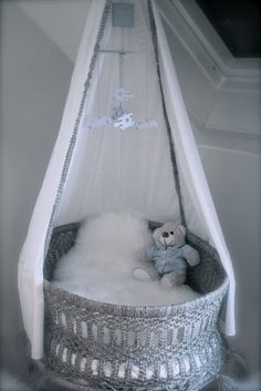 Super schattig hangwiegje voor de #babykamer #wieg   Cute cradle #nursery