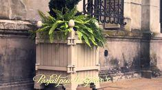 http://www.jardinierduroi.com Visitez notre Facebook       https://www.facebook.com/JardinierDuRoi  Jardinier du Roi ®, fabrique adaptations des bacs d'Orangerie de Versailles du 17ème siècle créé à l'origine par André Le Nôtre le jardinier du Roi Louis XIV. Ces bacs sont fabriqués à la main en fonte d'aluminium combinée avec des pièces en acier et en bois.