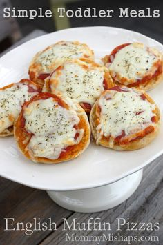 English Muffin Pizzas – Ingredients: English muffins Pizza sauce -or- Marinara sauce (pesto is also tasty!) Pepperonis Spinach, chopped or ripped Mozzarella cheese, shredded Italian seasoning Preheat your toaster oven to 425 Baby Food Recipes, Snack Recipes, Cooking Recipes, Healthy Recipes, Toddler Recipes, Easy Cooking, Healthy Cooking, Easy Recipes, Toddler Pizza Recipe