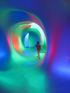 Mirazozo Luminarium, glowing walls in an exhibition on the properties of light