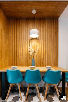 Contrast de materiale, culori și texturi într-un apartament de 54 m² din Cluj Napoca | Jurnal de Design Interior Design Interior, Eames, Dining Rooms, Chair, Inspiration, Furniture, Beautiful, Home Decor, Biblical Inspiration