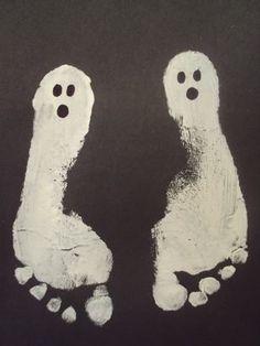 Ghost Prints: Simple Kid Halloween Craft/keepsake from http://www.balancinghome.com