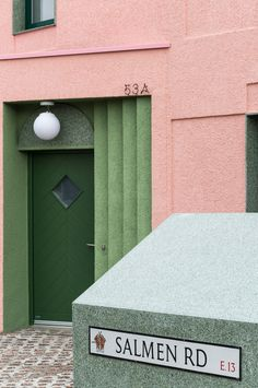 Pretty in Pink: Wohnhaus in London Terrazzo, Grand Designs Magazine, Modern Entrance Door, Architecture Today, Modern Architecture, Architects Journal, Window Detail, Minimal Photography, Tap Room