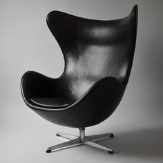 Arne Jacobsen – The Egg  Arne Jacobsen (1902-1971). The Egg in original black Saki-leather, made in 1964, manufactured by Fritz Hansen. The Egg was drawn for the decoration of Royal Hotel in 1958. The chair later became synonymous with Danish furniture design. #ArneJacobsen  #3316