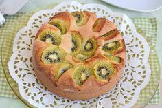 La torta di kiwi è un dolce che ho improvvisato prima di partire per New York, avevo dei kiwi maturi da consumare e li ho impiegati per