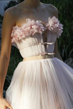 Giambattista Valli Herbst 2017 Couture-Modenschau The Effective Pictures We Offer You About Runway Fashion alexander mcqueen A quality picture can te Runway Fashion, Fashion Show, Fashion Design, Fall Fashion, Style Fashion, Pink Fashion, Womens Fashion, Evening Dresses, Prom Dresses