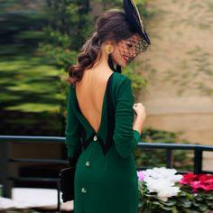 4de4c1f21f92 Elegante Abito da sera a schiena scoperta con spacco posteriore e bottoni  grandi - Fashionate Outfit
