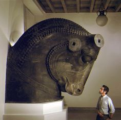 Google Image Result for http://www.cais-soas.com/CAIS/Images2/Achaemenid/Artefacts/Sculpture_Relief/Persian-Bull_Stolper_chicago_mus.gif