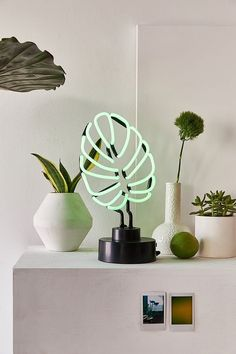 Monstera Leaf Neon Sign Table Lamp | Urban Outfitters
