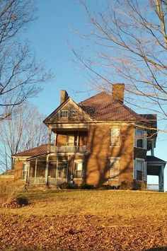 Old Abandoned Houses, Abandoned Buildings, Abandoned Places, Beautiful Things, Beautiful Homes, Old Farm Houses, I'm Happy, Historic Homes, Dream Houses