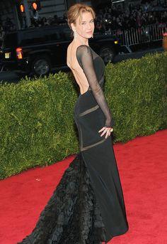 Renee Zellweger backless in Emilio Pucci #MetGala
