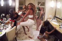 "for Beyonce the hip hop singer released her new music collection on air this week. Her collection of music includes two music videos including & ""Ring Off"". Her fans are getting crazy listening to it. Beyonce Gif, Beyonce And Jay Z, Beyonce Body, Beyonce Memes, Charli Xcx, Lorde, Ariana Grande, Beyonce Birthday, Haute Couture"
