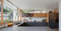 Idea Main Street House by SHED Architecture & Design - Modern Architects Seattle in Seattle, United States Concrete Kitchen, Kitchen Flooring, Concrete Floors, Seattle Homes, Kitchen Views, Modern Architects, Modern Windows, Street House, Best Kitchen Designs