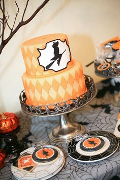 Love the harlequin pattern being cut out in darker fondant and applied to the cake. Very grown up Halloween cake. Halloween Desserts, Dulces Halloween, Halloween Food For Party, Halloween Birthday, Halloween Treats, Witch Party, Halloween Clothes, Halloween Halloween, Beautiful Cakes