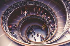 Vatican Museum Interior. The stairway designed by Michaelangelo, Vatican City Logarithmic spiral. Alumnos de Turismo de 9no. cuatrimestre de viaje por Europa. ¡Felicidades chicos! +info.: Tel. (833) 230 3830 Une Tampico, México #UneTampico