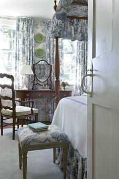 green checks & blue toile --& love those plates!  ------------------------                                                   Cathy Kincaid Interiors