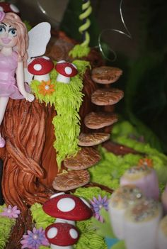 Detail on cake Tea Party, Plum, Parties, Christmas Ornaments, Detail, Purple, Holiday Decor, Cake, Garden