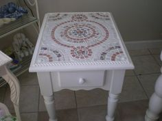 ??Shabby chic pink and white mosaic table