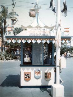 Walt Disney Land, Disney Magic, Disney Parks, Disneyland Photos, Vintage Disneyland, Disneyland Park, Old Disney, Disney Love, Disney Theme