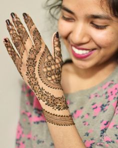 Mehndi Designs For hands - we made a detailed guide of mehndi designs for hands that can help you decide your upcoming mehendi look! Mehandhi Designs, Henna Art Designs, Mehndi Designs 2018, Mehndi Designs For Girls, Stylish Mehndi Designs, Mehndi Designs For Beginners, Dulhan Mehndi Designs, Wedding Mehndi Designs, Mehndi Designs For Fingers