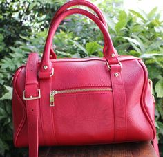 TERZETTO Cherry Red Pebbled Leather Cross Body Handbag #Terzetto #DoctorCrossBody