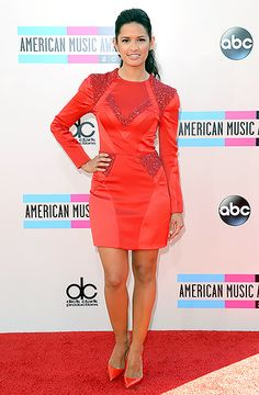Rosci Diaz in a fire-orange red minidress, paired with matching pointed-toe pumps at the 2013 American Music Awards