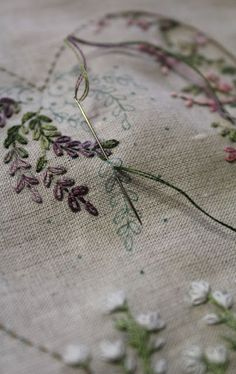 brazilian embroidery for beginners Rose Embroidery, Hand Embroidery Stitches, Silk Ribbon Embroidery, Embroidery Kits, Cross Stitch Embroidery, Embroidery Designs, Embroidery Needles, Little Dorrit, Hand Embroidery Tutorial