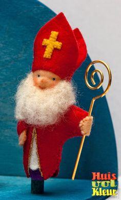 huisvolkleur: Sinterklaas, Piet en Americo vingerpopjes St Nicholas Day, Nature Table, Felt Christmas Ornaments, Finger Puppets, Waldorf Dolls, Felt Dolls, Xmas, Animation, Seasons