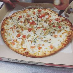 Pizzas are already flying out the door who's hungry????  www.CARMELLASPIZZERIA.com   #hungryrhody #rhody #rhodeisland #newportrhodeisland #salvereginauniversity #salve2019 #salveregina #uri #uri209 #univeristyofrhodeisland #ri #401 #eatpvd #providence #providenceri #rhodylove #narragansett #narragansettbeach #newportri #401eats #middletownri