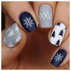 Winter Nails - Holiday Winter Nail Art Design To Copy Right Now Christmas Nail Art Designs, Holiday Nail Art, Winter Nail Designs, Winter Nail Art, Winter Nails, Winter Art, Winter Makeup, Nail Ideas For Winter, Winter Blue