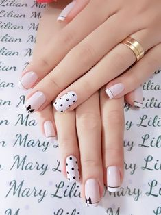 25 Stylish Nails Art Design for Fall Winter Women love anything pretty and chick. From the hair, makeup and outfit, nobody wants to be left out of fashion. Not even the nails! Keep reading to find out some stylish nail art inspirations. Light Colored Nails, Light Nails, White Nail Art, White Nails, Stylish Nails, Trendy Nails, Gel Nails, Acrylic Nails, Coffin Nails