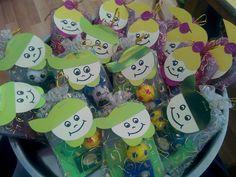 Sene sonunda çocuklara dagitmak için hazirlanan süslü hediye paketleri :)